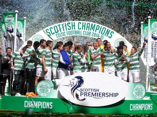 GLASGOW, SCOTLAND - MAY 24: Champions Celtic lift the League Trophy at the Scottish Premiership Match between Celtic and Inverness Caley Thistle at Celtic Park on May 24, 2015 in Glasgow, Scotland. (Photo by Jeff Holmes/Getty Images)
