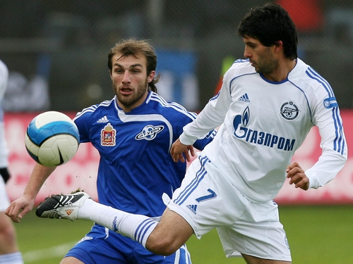 MOSCOW, RUSSIA - NOVEMBER 11: Gogita Gogua (L) of FC Saturn Ramenskoe competes for the ball with Alejandro Dominguez of FC Zenit St. Petersburg during the Russian Football League Championship match between FC Saturn and FC Zenit on November 11, 2007 in Moscow,Russia. Zenit won the match against Saturn Ramenskoye 1-0 and became Russian champion. (Photo by Vladimir Pesnya/Epsilon/Getty Images)
