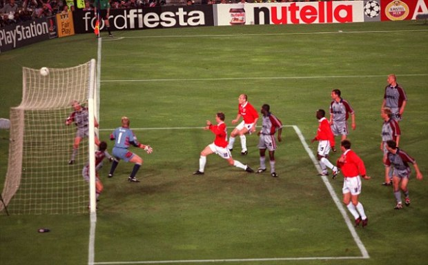 OLE GUNNAR SOLSKJAER DRIVES HOME MANCHESTER UNITED'S 2nd GOAL IN AS MANY MINUTES AS THEY BEAT BAYERN MUNICH 2-1. MANCHESTER UTD v BAYERN MUNICH - CHAMPIONS LEAGUE CUP FINAL - NOU CAMP  - BARCELONA.  26/05/99 PICTURE:  MARK PAIN      0374 842005