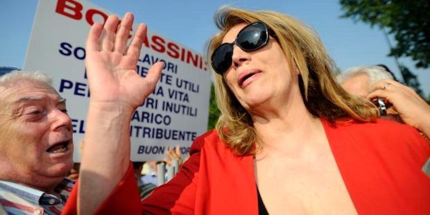 01/06/2013, Arcore (MB), i militanti del PDL organizzano una manifestazione davanti la residenza di Berlusconi per esprimergli solidarietà dopo la sentenza sul caso Ruby Nella foto Iva Zanicchi