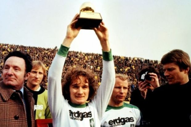 1977 Allan Simonsen