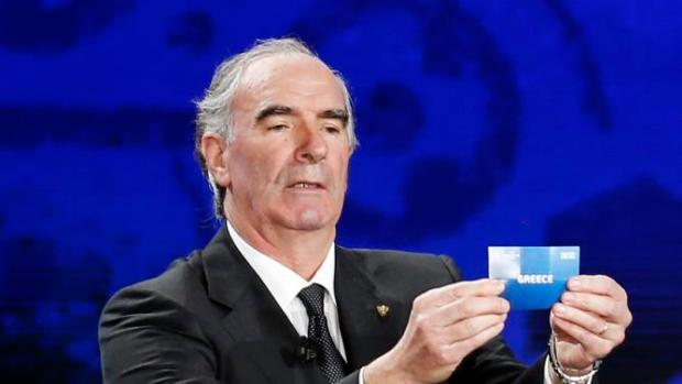 "Former soccer player Jose Angel Iribar of Spain holds the slip showing ""Greece"" during the UEFA Euro 2016 qualifying draw in Nice, February 23, 2014. The 53 teams will be split into eight groups of six and one group of five. The top two sides in each group plus the best third-placed team will qualify directly for Euro 2016 in France. The UEFA Euro 2016 will be held in France from June 10 to July 10 2016.    REUTERS/Jean-Paul Pelissier (FRANCE  - Tags: SPORT SOCCER)"