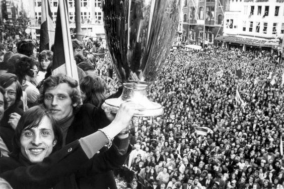 Η αποθέωση στο Άμστερνταμ το 1972 για την κατάκτηση του Πρωταθλητριών